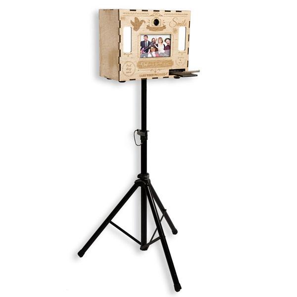 Fotobox aus Holz auf Stativ